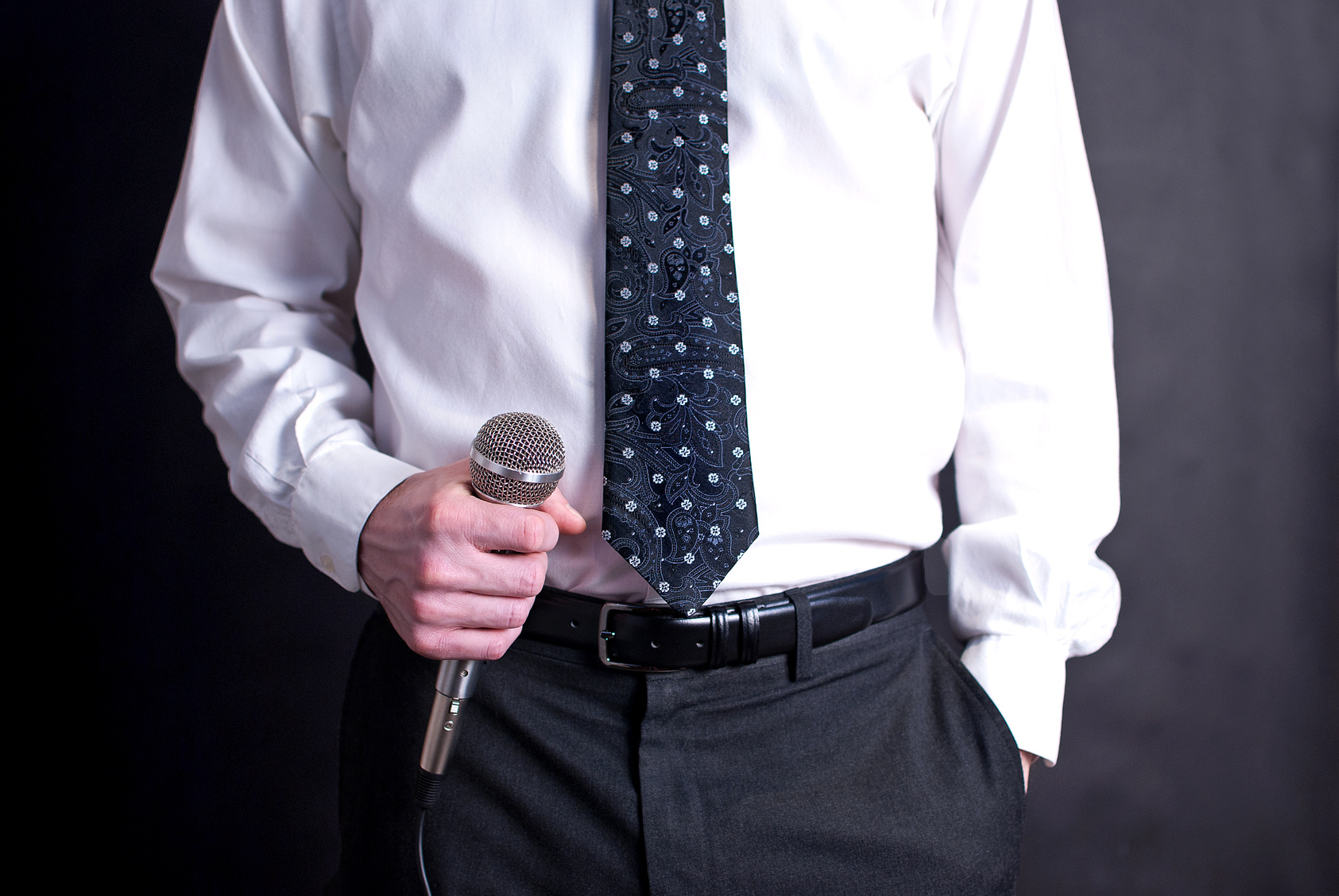 Man speaking with Microphone